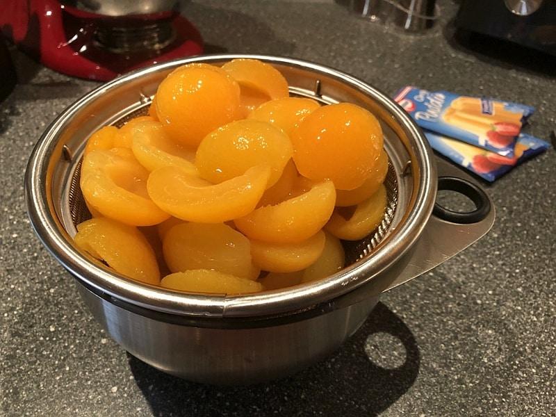 Aprikosen als Zutaten für Spiegeleierkuchen mit Eierlikör nach Rezept von Bärbel Lehrke