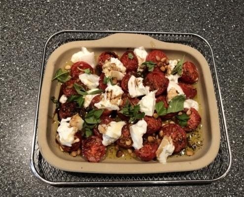 Geröstete Tomaten mit Burrata in Stoneware